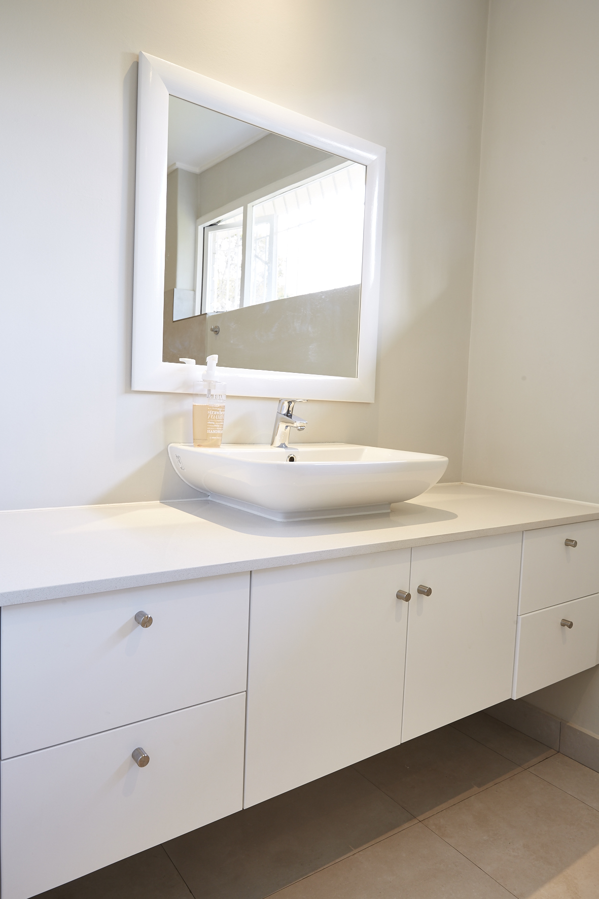 Bathroom cabinet manufacturers specials for manchester for Bathroom design manchester